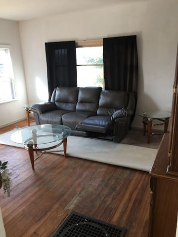 1-2 bedroom water view house  near mall,harbor
