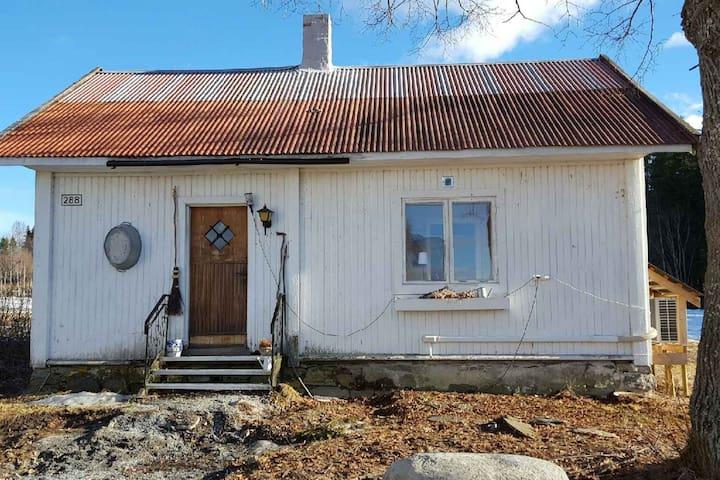 Det lille huset på gården - Vestre Toten - Ek ev