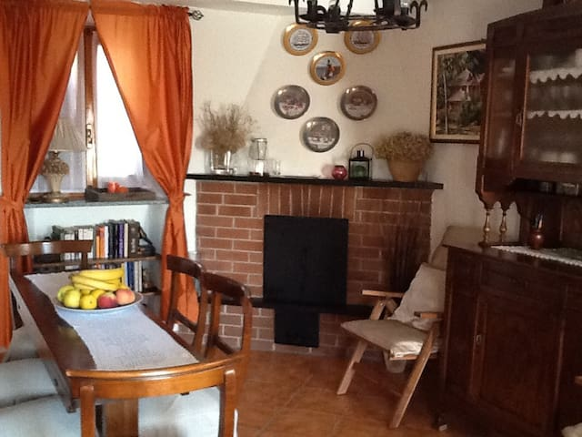 CHARMING PRIVATE ROOM IN QUIET CONTRYSIDE - Montaldo di Mondovì - Inap sarapan
