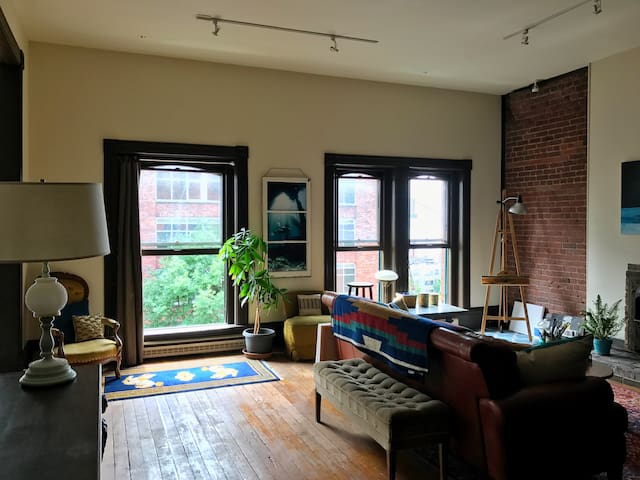 Downtown Artist's Loft in Historic Building