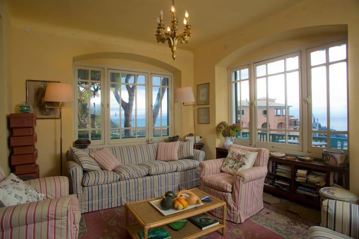 Villa sulla  spiaggia  vista mare
