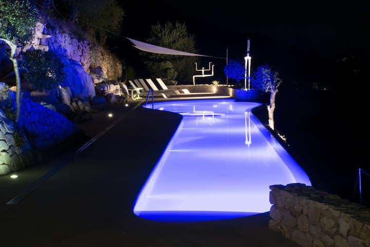 VILLETTA FARFALLINA in marmo vista unica e piscina