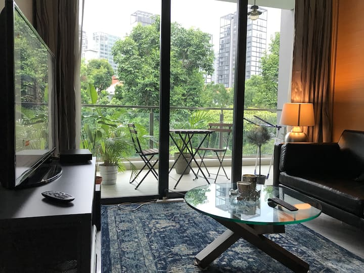 Designer 1 bed condo with balcony off Orchard Road