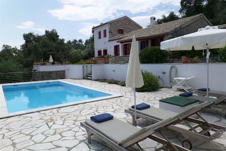 Villa Lismonia, luxury villa with private pool - Kassiopi