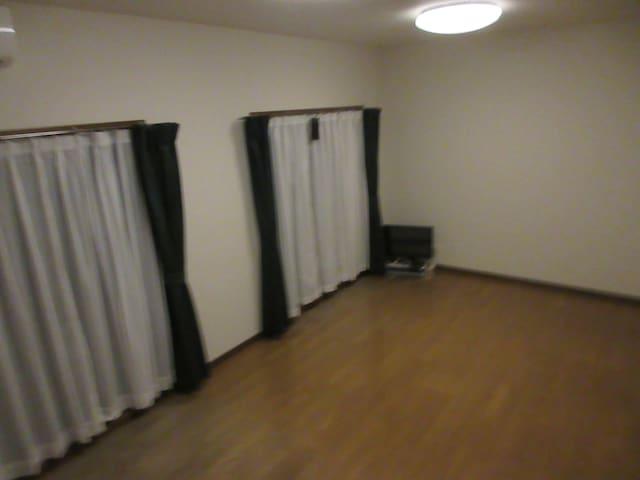 Share room and High SPEED WiFi。2LDK 一室14畳洋室お貸しします②