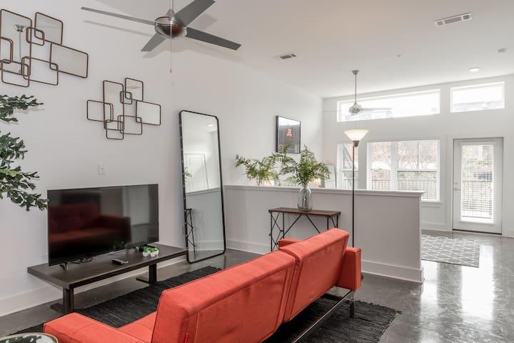 Stunning 4th Ward Studio by Rabbu