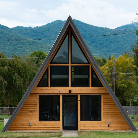Modern A-frame Walkable to Downtown Black Mtn!