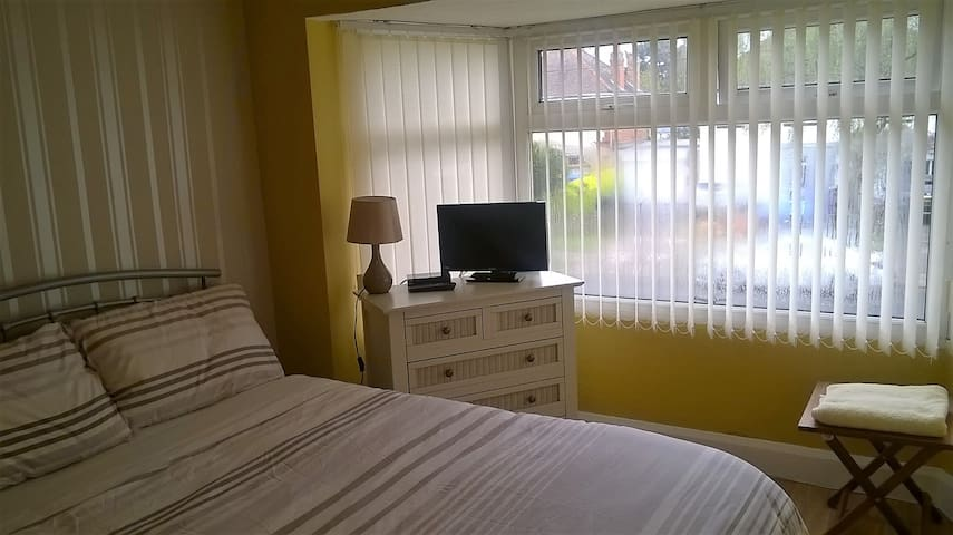 Double Bedroom  B263HS  NEC A/port Instant Booking - Birmingham - Apartamento