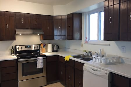 Quiet comfort 10 minutes from Downtown Denver! - Denver - House