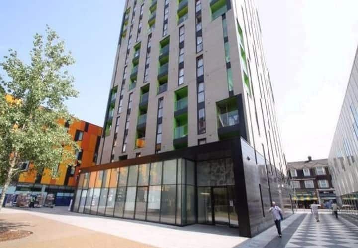 Cool London Pad, 1 Bedroom and couch bed. Sleeps 4