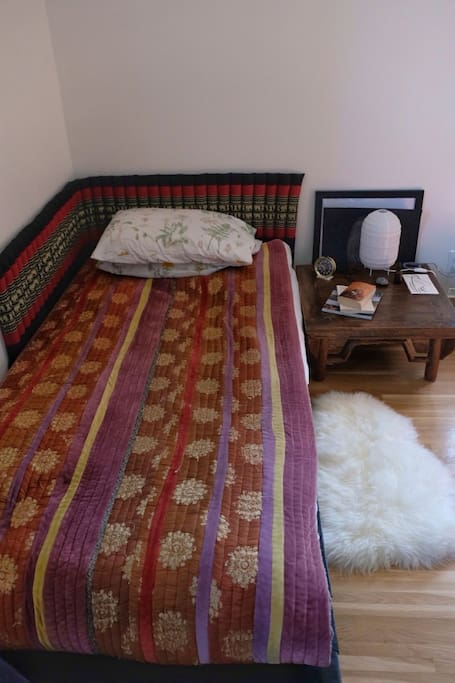 Low pallet single bed.