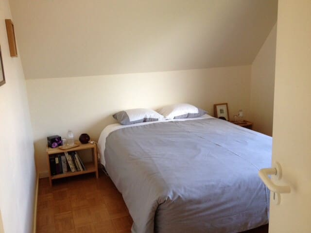 Nice room with assorted breakfast near Ghent