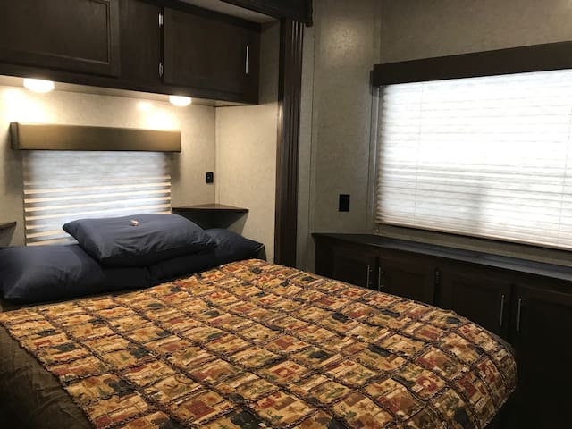 Grand Cherokee Cabin RV
