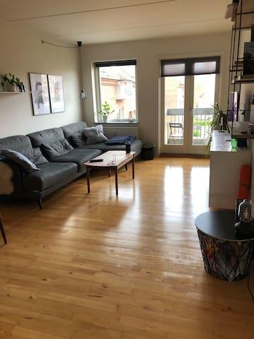 To værelses lejlighed - central beliggenhed