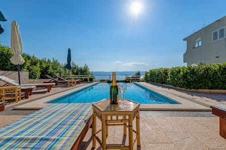 Apartment A2 with Swimming Pool and Sea View