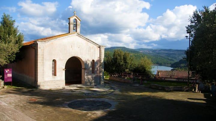 San Serafino Ghilarza, Oasi di pace sul Lago P3666