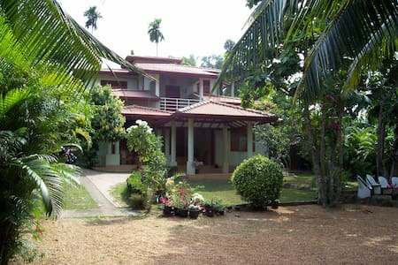"villa ""de Witte Olifant"" met prachtige  tuin - Wadduwa - Villa"
