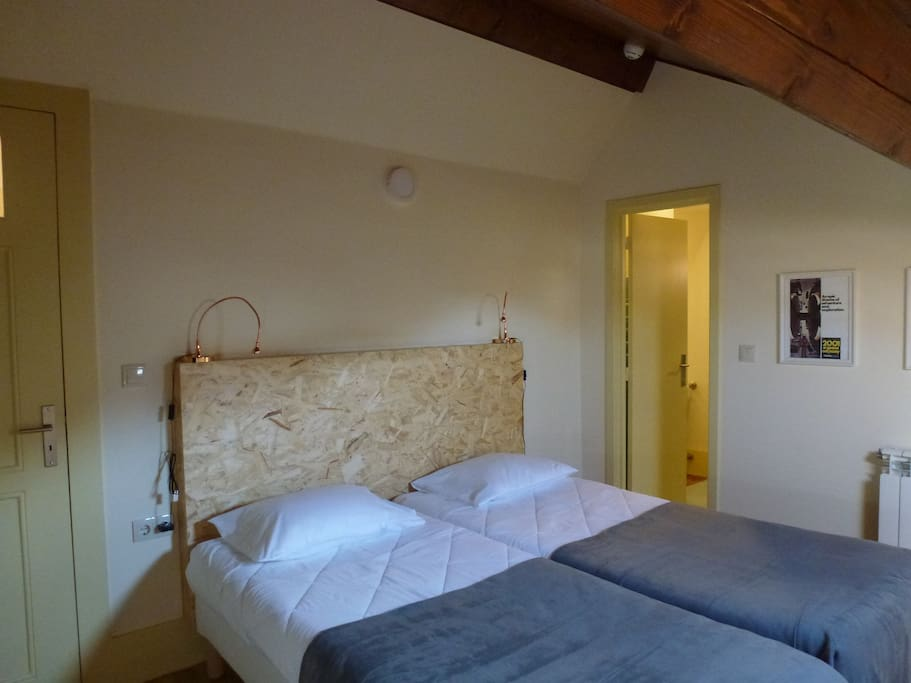 canvas atelier hostel twin room auberges de jeunesse louer porto porto portugal. Black Bedroom Furniture Sets. Home Design Ideas