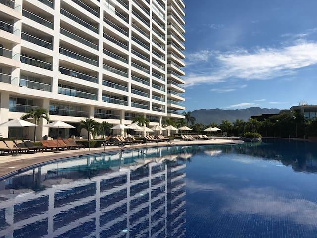 Luxury with Vallarta's Best Views& Exclusive Beach - Puerto Vallarta - Huoneisto