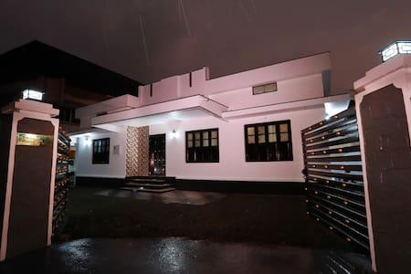Deluxe Villa at Thiruvalla faustahomes homestay