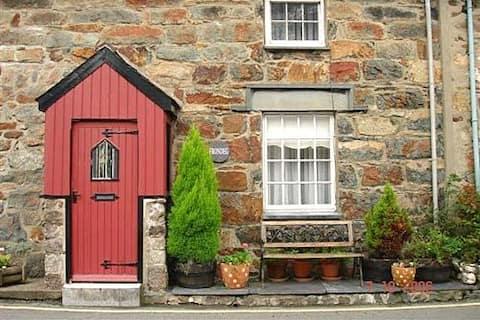 Frondeg Cottage, Beddgelert, (Grade II listed)