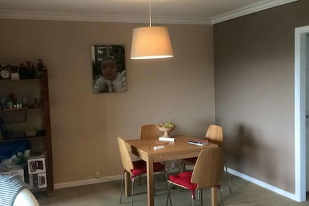 1 room and 2 beds with balcon - Woluwe-Saint-Lambert - Wohnung