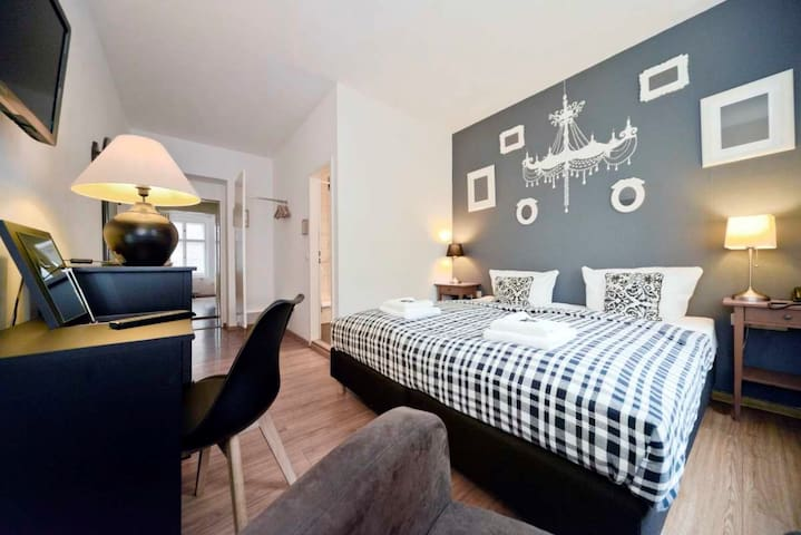 Quiet room for 2, double or single beds