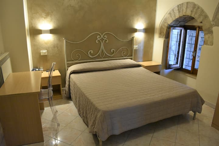 Camere Santa Chiara, cozy B&B in city centre! 2p