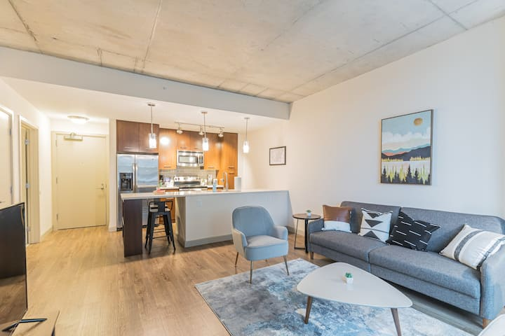 Impeccable 1BR in Beautiful Building
