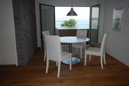 Paradise Lakeside Apartment with 3 bedrooms