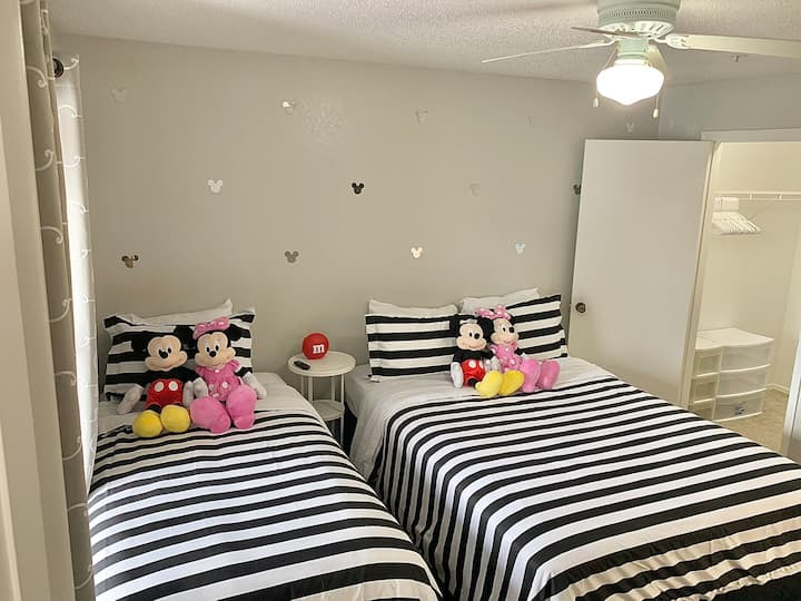 Mickey and Minnie Private Room and Bath, Millenia✨