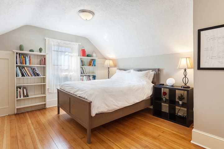 Private Suite In Charming 1920's Craftsman