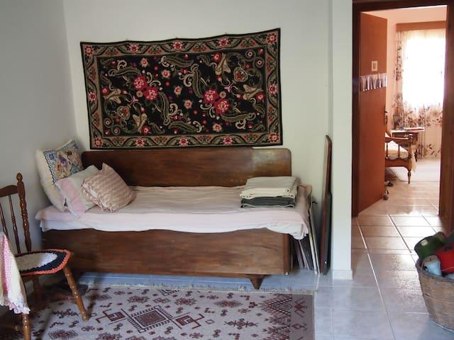 Apartamento con jardín en un pueblo - Rodia - Apartamento