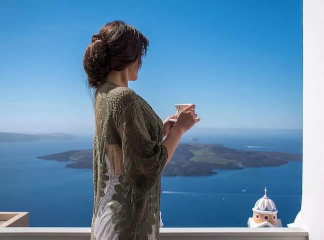 Honeymoon Suite | Outdoor Jacuzzi & Caldera View