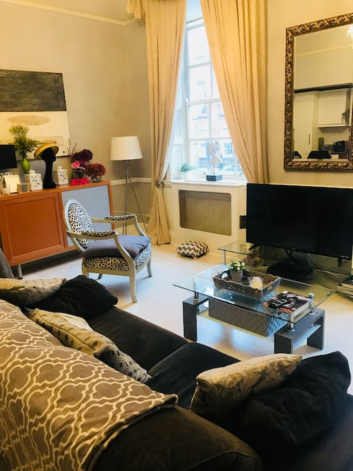 """Large Living room with kitchen and dining area. Large 43"""" flat screen TV with 300 cable channels. 2 large Georgian style window and high ceilings."""