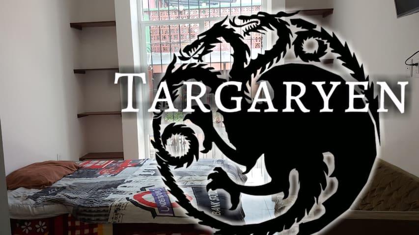 Casa Celia Targaryen.  Estudio en Calle Gelati. B1