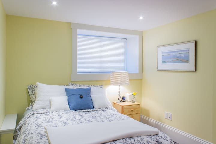 PRIVATE- Bedroom, Bathroom & TV Rm - Halifax - Talo