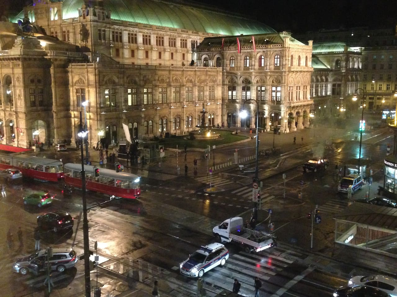 View from Livingroom to vienna state opera