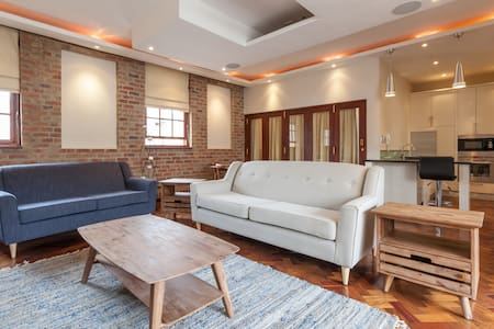 Popular New York style living, City Loft -Sleeps 8 - 約翰尼斯堡