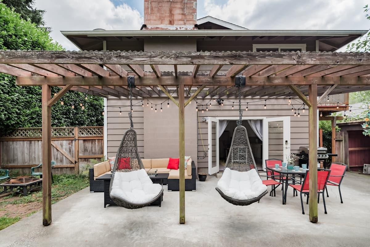 Private, Stunning Backyard Studio with Patio