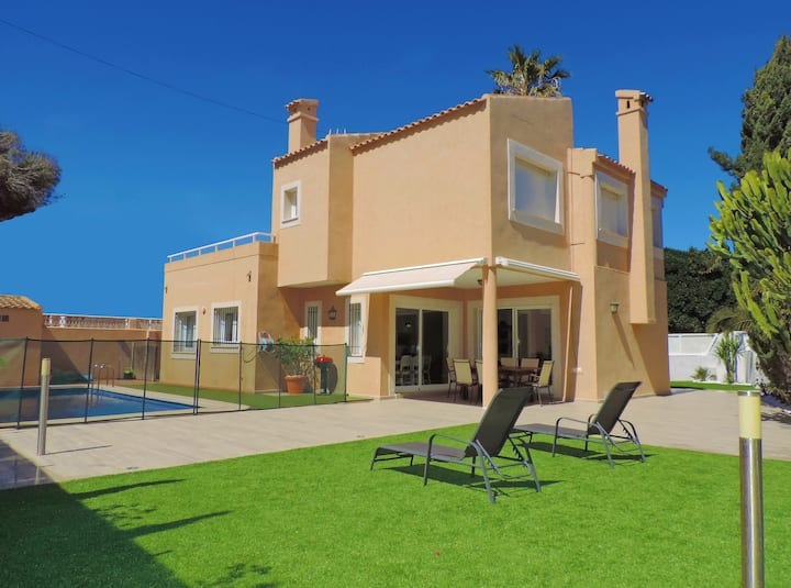 Villa con piscina en Cabo Palos cerca de la playa