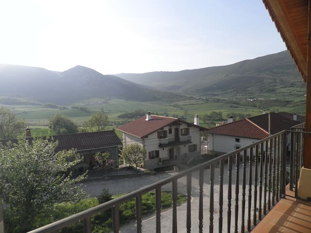 Casa rural familias con increíbles vistas al valle - Ulzurrun - Talo