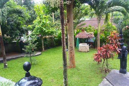 Private Garden house walking distane to beach - Batu Layar - Maison