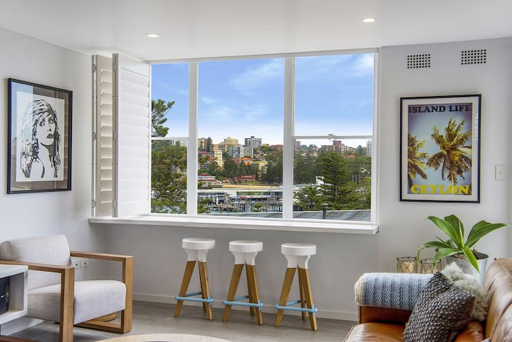 Sunny & Modern Manly Beach Retreat - Manly - Apartment
