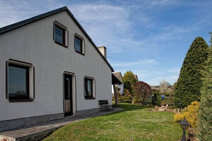 Confortable maison magnifiquement située rénové avec jardin