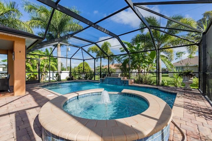 Luxurious Pool Bedroom for Rent in Cape Coral 1
