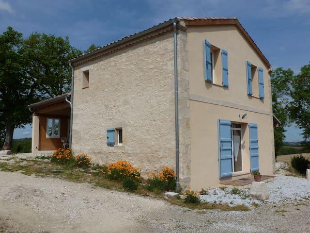 Maison individuelle 4 personnes agréable à vivre - Terraube