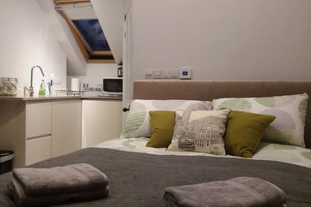 Superb Quiet Ensuite Self-Catering Studio