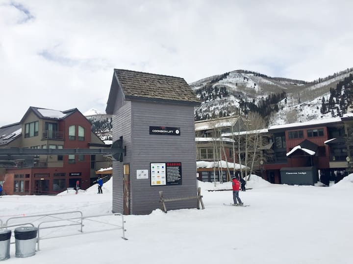 Ski In Ski Out, @ Lift 7, Heated Parking, BBQs,