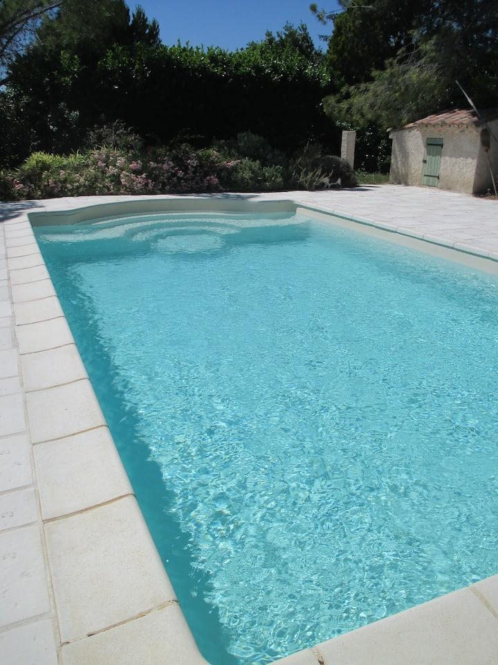 Chambre dans maison avec piscine Lubéron